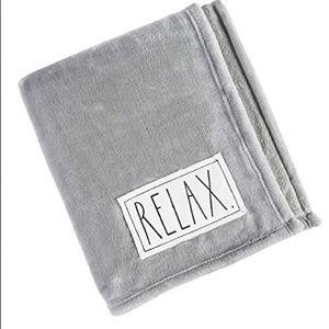 BNWT Luxurious Plush Rae Dunn Throw Blanket